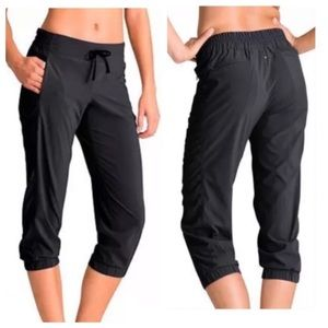 Athleta La Viva Capri Crop Pant In Black